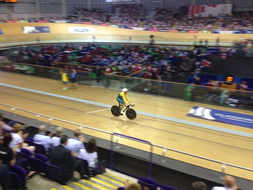 It's been a great start to the Commonwealth Games, with two records for Australian cycling teams.
