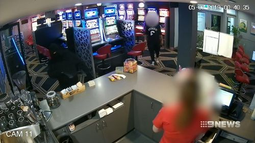 190705 Gold Coast pub robbery thief pokie player hero crime news Queensland Australia