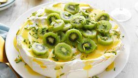 Classic pavlova with lemon curd and kiwi