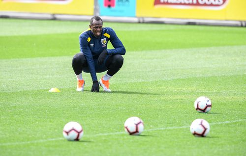 Bolt sluggishly ran his way through a training session at Central Coast Stadium, struggling to keep up with his teammates.