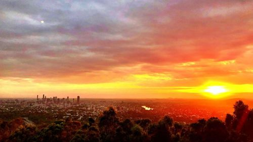 Sunrise over Brisbane. (Howie Bennett)