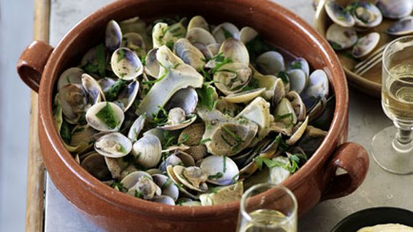 Clams and artichokes with alioli