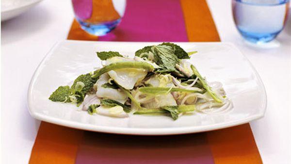 Raw scallop salad (Pla hoi shenn dip)