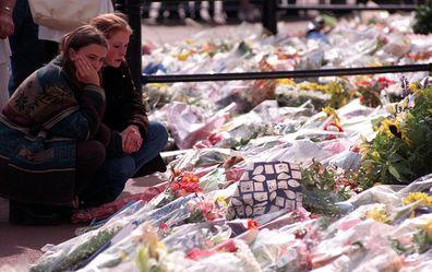 Princess Diana mourners Buckingham Palace