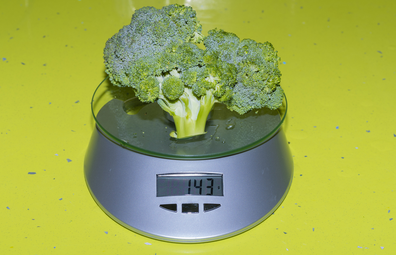 Weighing broccoli - macronutrients