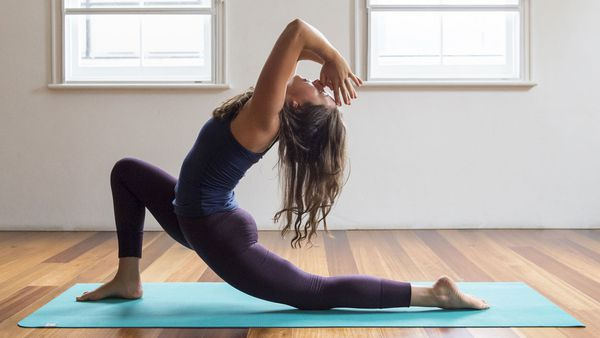 eaa4644984 The right way to breathe during a yoga class - 9Coach