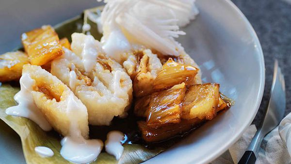 White sticky rice parcels with coconut and pineapple