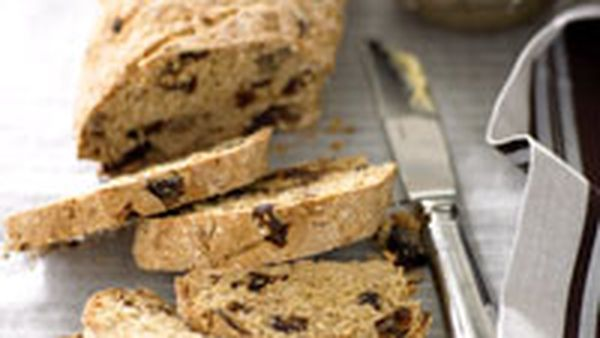 Date and walnut oat bread