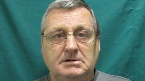 Police hunt convicted murderer on the run with broken ankle in Victoria