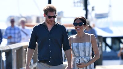 Romantic stroll ends royal day in paradise
