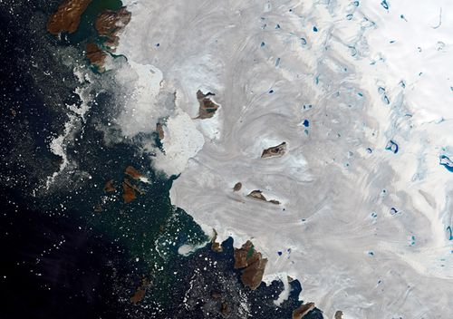 Sea levels rise after massive Greenland ice melt