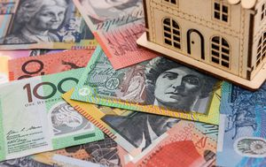 Record number of banks offering cashback of up to $4000 for moving your mortgage, but is it worth it?