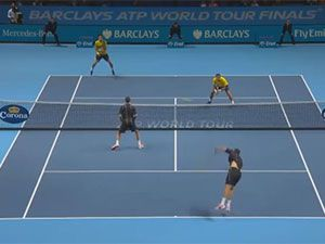 Bob Bryan smashes brother in head with serve
