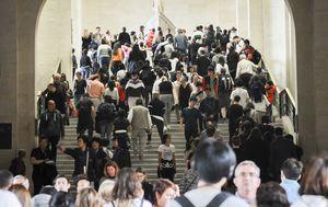 Coronavirus fears close down France's Louvre Museum