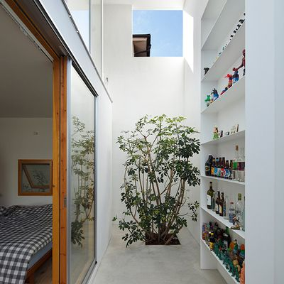 "<strong>Inside Out by <a href=""http://www.hosakatakeshi.com/index_en.html"" target=""_blank"">Takeshi Hosaka Architects</a>, Tokyo</strong>"