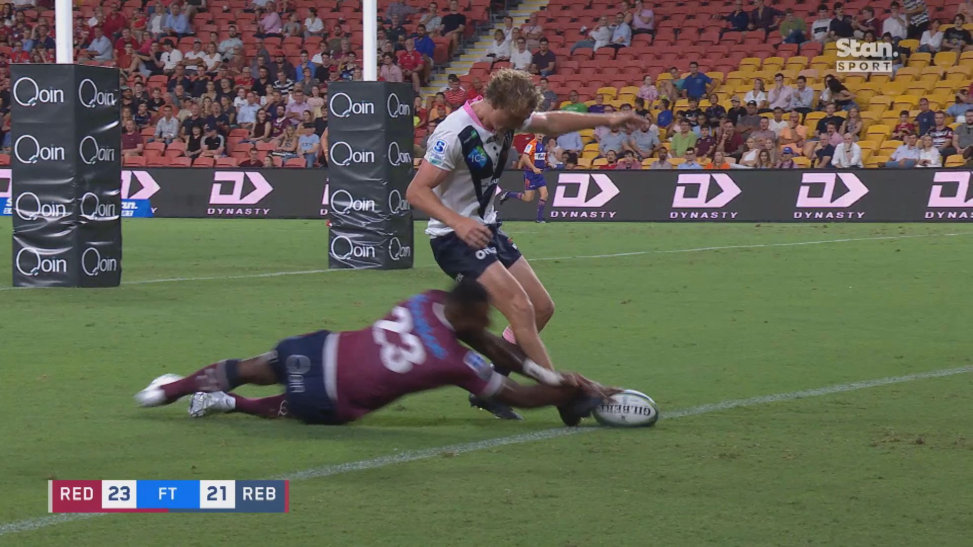 Reds recruit Suliasi Vunivalu wows Stan Sport pundits by almost scoring with his first touch in Super Rugby