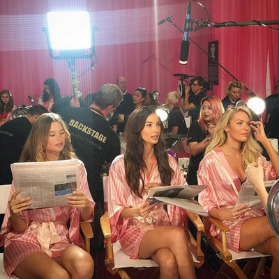 The models manage to squeeze in some time for a news update while they get ready. (Instagram/@marthagraeff)