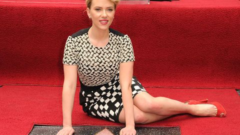 Scarlett Johansson ditches all technology, thinks people are 'spying on her'