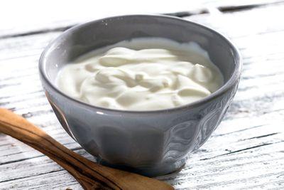 For low-fat Greek yoghurt (97 calories/100g)
