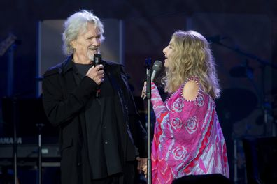 Barbra Streisand and Kris Kristofferson sing duet at concert