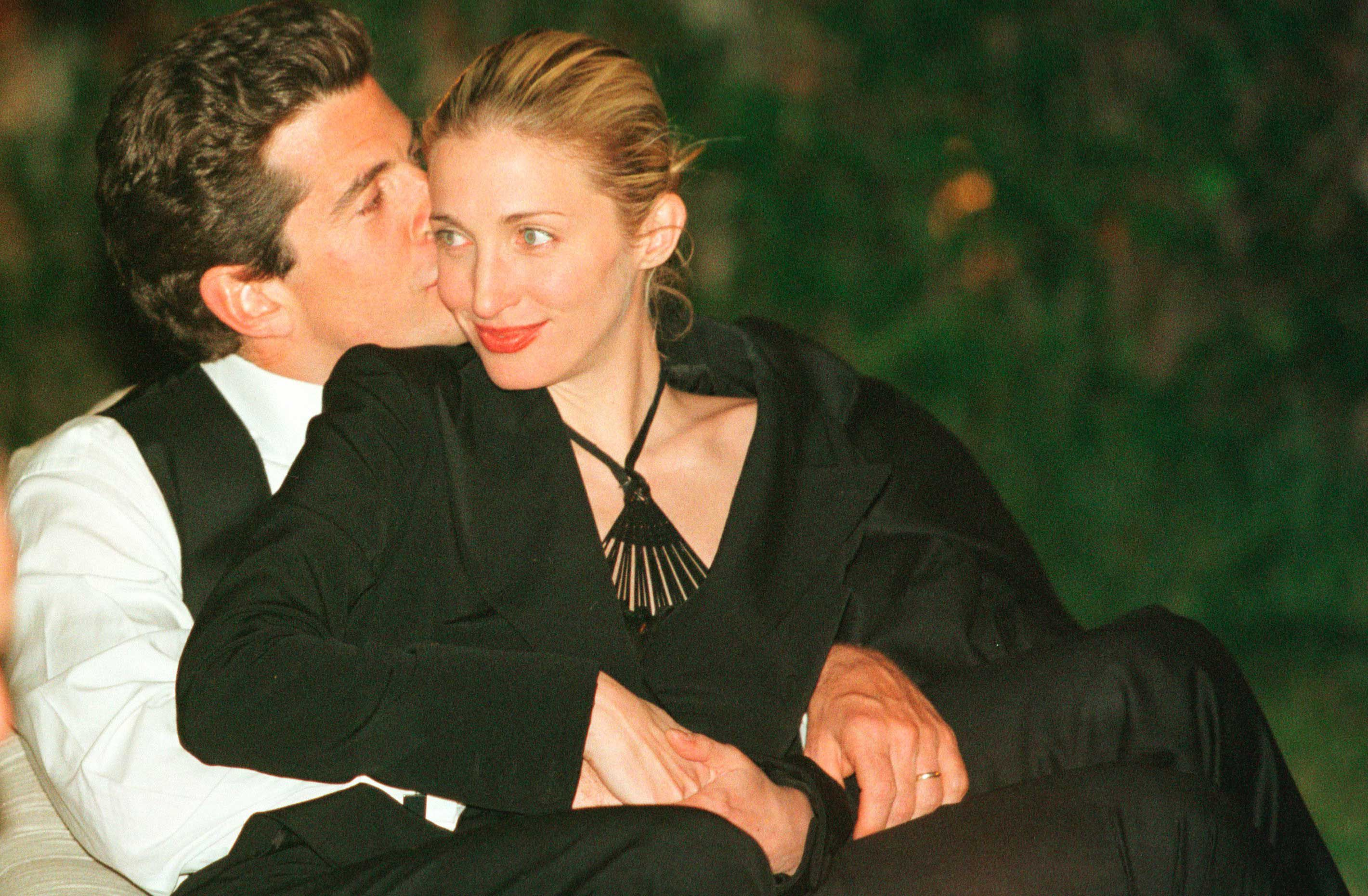 JFK Jr and Carolyn Bessette\'s wedding photographer reveals the story ...