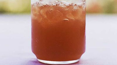 <strong>Rum-Cranberry Fizz</strong>