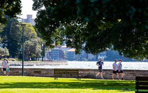 Sydney's hot, warm spell coming to an end with severe storms expected to hit by evening