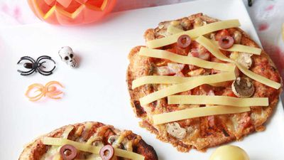 "Recipe:&nbsp;<a href=""http://kitchen.nine.com.au/2016/10/30/23/44/mummy-pizza"" target=""_top"">Mummy Pizza</a>"
