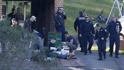 Police search the property and family home of Leonard John Warwick in Douglas Park, NSW, in 2015. (AAP)