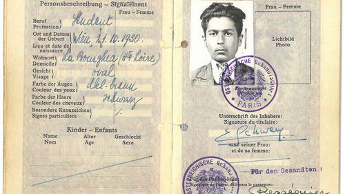 A passport image of Erich Schwam.