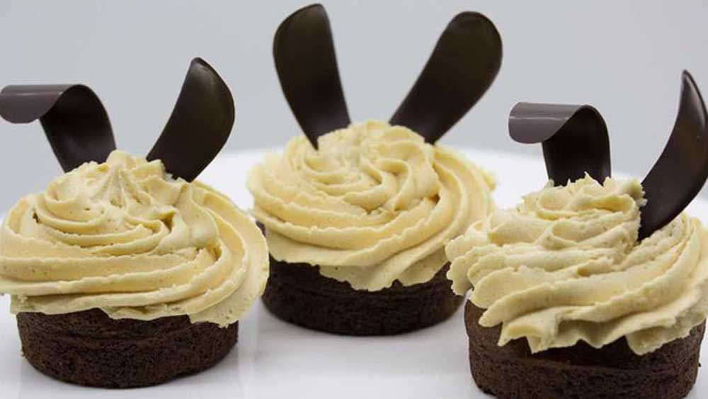 Peanut buttercream frosted Easter cupcakes