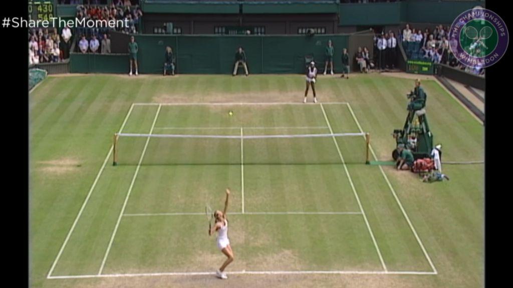 Sharapova stuns Williams at Wimbledon
