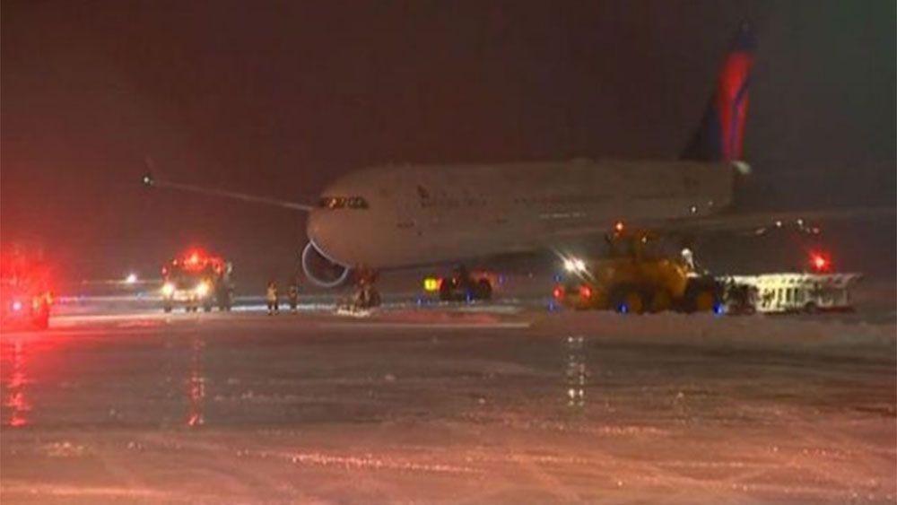 Plane carrying Vikings NFL team slides off runway