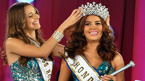 Maria Jose Alvarado is crowned Miss Honduras. (Getty)