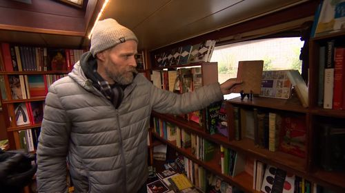 The store combines Mr Privett's love of books and boats. (9NEWS)