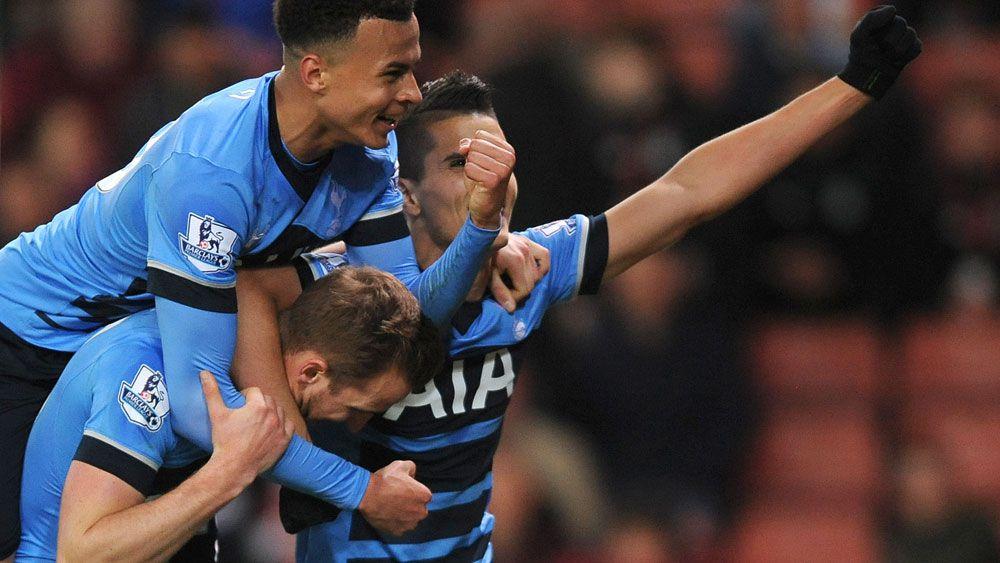 Tottenham cut Leicester's EPL lead