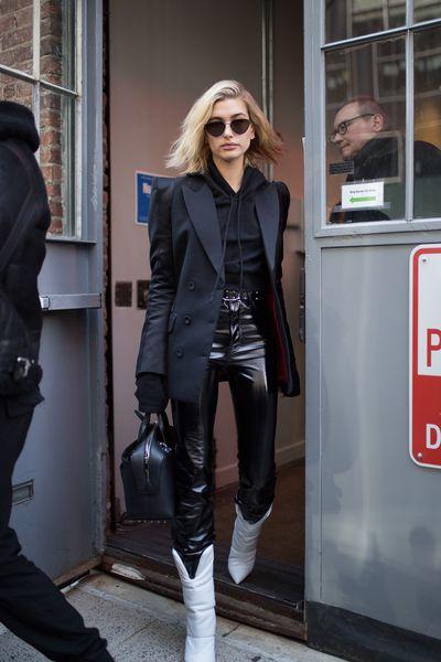 Model Hailey Baldwin atNew York Fashion Week, autumn/winter 2018