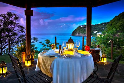 <strong>Enjoy a romantic zipline dinner in St Lucia</strong>
