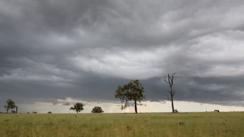 Rain band brings flash flooding and storms to parts of southern and central Queensland