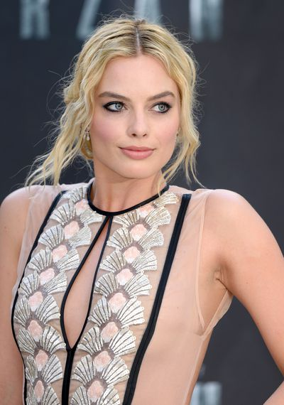 <p>Smoking! Those famous eyes are lined with rich black pencil giving Margot a sophisticated edge.</p> <p>Image: Getty.</p>