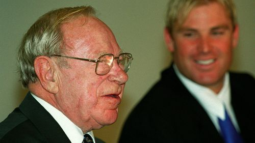 Morris with Shane Warne in 2000. (Getty)
