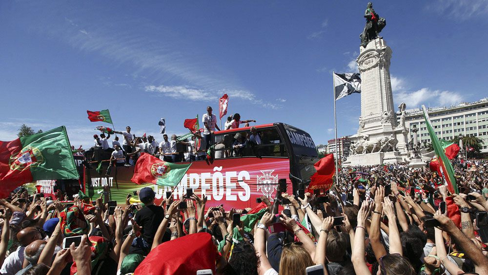 Thousands lined the streets of Lisbon to welcome home the team. (AAP)