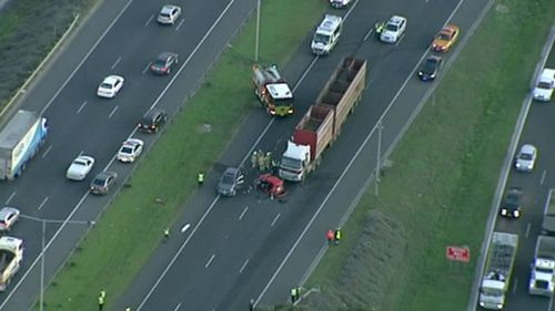 Drivers travelling citybound on the Western Ring Road are advised to get off at Boundary Road. (9NEWS)