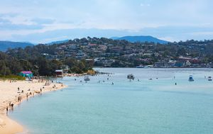 Coronavirus: Victorian teen tests positive to COVID-19 while on holidays in NSW
