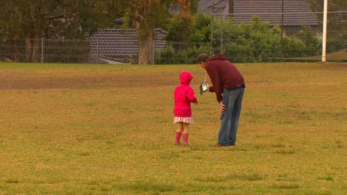 Brett Lee approached eight children and offered them chocolates or toys (9NEWS)