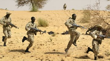 Malian soldiers from the 512th Motorised Infantry company complete their training by US Special Forces.