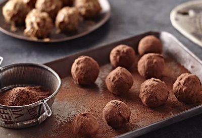"<a href=""http://kitchen.nine.com.au/2016/06/16/11/22/praline-truffles"" target=""_top"">Praline truffles</a>"