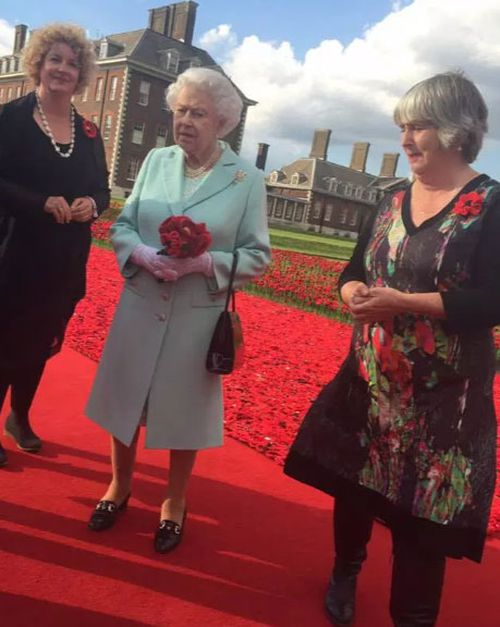 Lynn Berry, left, and Margaret Knight with the Queen at the Chelsea Flower Show in 2016. (Photo: 5000 Poppies).