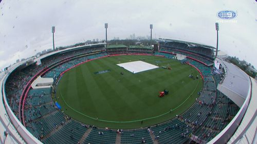 Grey skies and rain is threatening the first day of the fifth Ashes Test in Sydney today. (9NEWS)