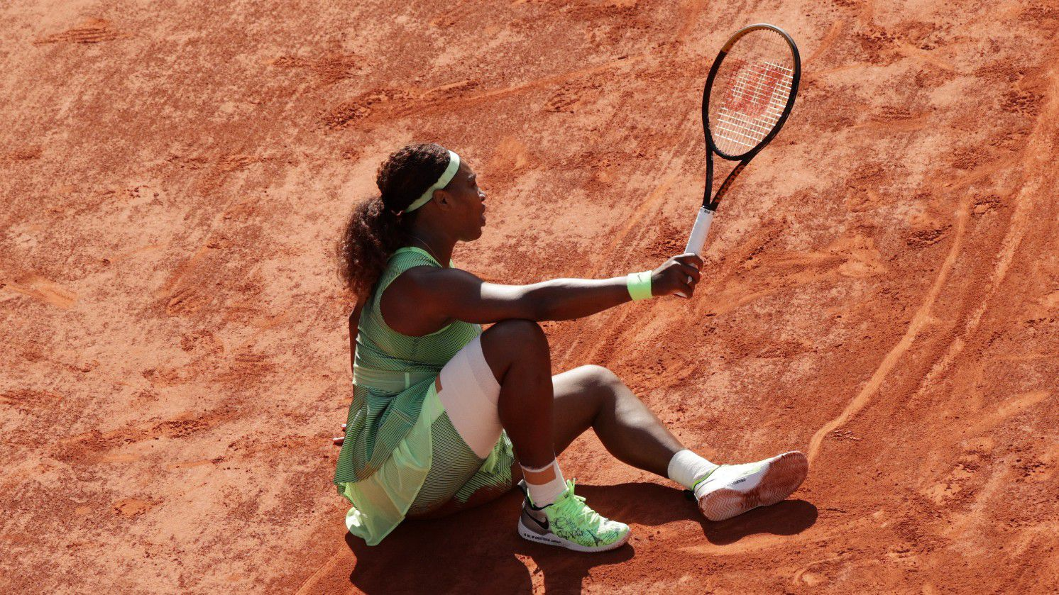 Serena Williams crashes out in last 16 of Roland Garros